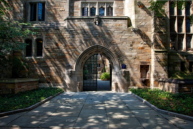 Pros And Cons Of Living On-Campus And Off-Campus